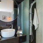 Master's bedroom en suite bathroom with marbles