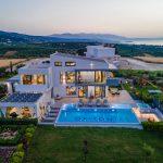 The luxury villa Orizontes with sea and mountain view