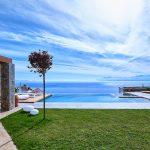 Infinity pool at villa Octo