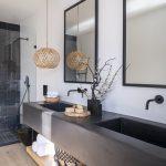 En-suite bathroom with colours