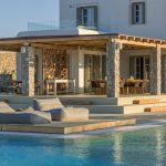 Float lounge area in the pool of villa Moni