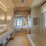 luxury en-suite bathroom at villa Moni